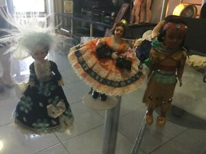 Vintage 2 souvenir dolls & 1 Indian lady doll with papoose on her back ca1950s +