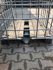 Gitterbox , Gitterboxen , Brennholzboxen auf Holzplatte mit Kunstoffunterbau