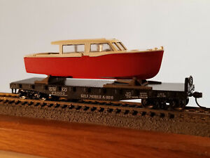 HO Athearn 40' Gulf, Mobile & Ohio flat car #75002  with boat, Intermountain met