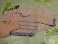 neuf 3piéces pour bébé , poupée ,poupon  tricotés mamie  rose  vintage