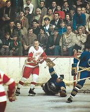 GORDIE HOWE 8X10 PHOTO HOCKEY DETROIT RED WINGS vs BUFFALO SABRES NHL PICTURE