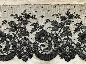 Beautiful Victorian French Chantilly Lace edging 140cm by 17cm - Floral design