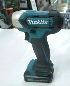 Makita DT03 Cordless Impact Driver 12V Max Li-Ion with 1 Battery