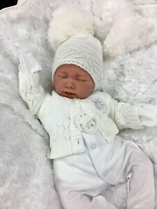 REBORN GIRL/BOY WHITE OUTFIT BOBBLE HAT CARDIGAN BG WITH DUMMY E