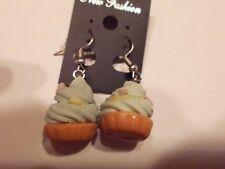 Ohrringe Törtchen verziert mit türkis Sahne sowie Streusel aus Kunststoff 761