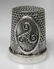 Fingerhut thimble Metall Triskele Triskel Symbol neu unbenutzt