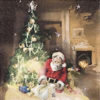 4 Motivservietten Servietten Napkins Weihnachten Weihnachtsmann am Baum (005)