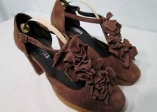 NWOB NARA Italy Shoes Brown Taupe Suede Ruffles T-Strap Heels 39.5 8.5 Round Toe
