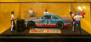 Rare Racing Champions Petty STP #43 Pit Crew Case Diorama