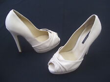 TONY BIANCO BONE PEARL COLOR LADIES OPEN TOE FORMAL DRESS HEELS SIZE 5.5 NEW