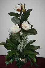 Fiori e piante finte in vaso per la decorazione della cucina