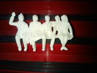 Scalextric Seated Spectators Unpainted (AA1)