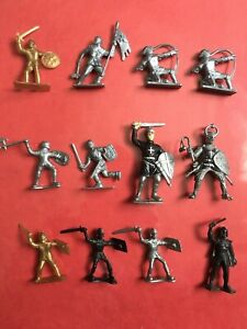 Vintage Plastic Knight Templars - set of 12 pieces in good condition
