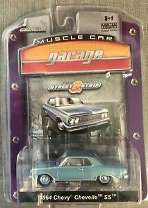 Greenlight Street & Strip Muscle Car Garage 1964 Chevy Chevelle SS