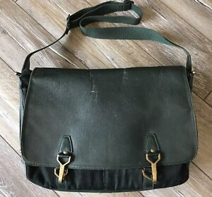 Louis Vuitton Taiga Dersou Bag Laptop Rare Messenger Green Crossbody