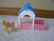 1993 Fisher Price Dream Family Doll House GATED HORSE STABLE BARN with Horse