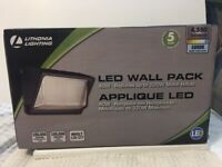 LITHONIA LIGHTING New in Box WALL PACK 40W APPLIQUE LED 5000K MVOLT 120-277