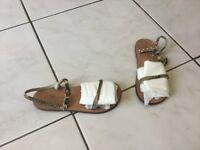 Sandales nu-pieds BONPOINT pt 29 cuir imprimé Python 115€
