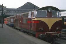 PHOTO  1971 TRAIN AT CONNOLLY RAILWAY STATION - (1) UNTIL THE EARLY 1980S THE FO