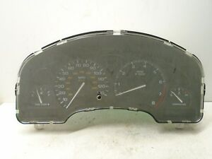 00 01 02 Saturn L Series Speedometer Instrument Gauge Cluster OEM 22690489