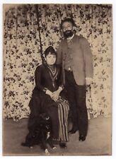 PHOTO ANCIENNE Couple Amoureux Love Rideau Fleur Chien Dog 1900 Robe Portrait
