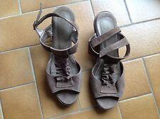 Sofia Costa chaussures sandales Talon Compensé en daim Taupe