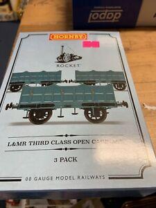 Hornby Rocket Third Class Coach Pack