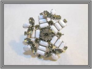 Sherman OPAQUE WHITE & CHARCOAL - FLORAL & TIERED LEAF CLUSTER MOTIF BROOCH NR
