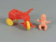 BABYS: Baby mit Dreirad (rot/gelb)