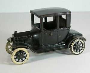 1920s CAST IRON ARCADE TWO DOOR MODEL T FORD TOY AUTOMOBILE IN ORIGINAL PAINT