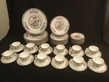 59 PIECES SERVICE FOR 12 WEDGWOOD KUTANI CRANE 5 PIECE PLACE SETTINGS 11 DINNER