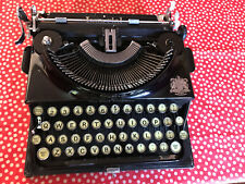 """Imperial """"Good Companion"""" Portable Vintage Typewriter in Leather Case- Working"""