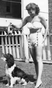 VINTAGE AMERICAN BEAUTY PINUP GIRL FAMILY COLLIE SUMMER FUN SUN SNAPSHOT PHOTO