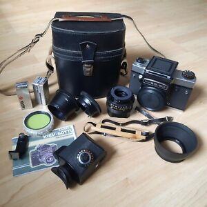 Analoge Mittelformat Kamera KIEV 60 TTL mit Objektiv, Tasche und Zubehör.