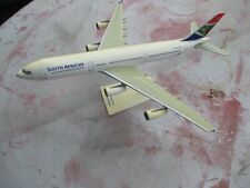 MAQUETTE D'AGENCE  AIRBUS A 340 200.