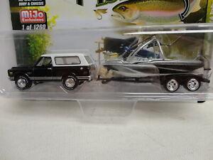Johnny Lightning 1969 CHEVY BLAZER Black '69 w/BOAT/TRAILER Gone Fishing 1/1260