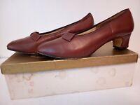 Stunning Vintage 40's-50's Ladies Leather Shoes Size 5.5.. original box.