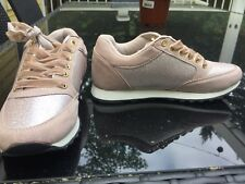 Gold Girls shimmer tennis Shoes with velvet shoe laces! Size 3. New!