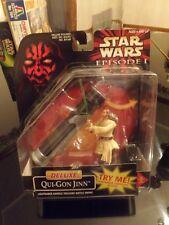 Star Wars Qui-Gon Jinn Deluxe, swinging lightsaber figure + blade flips out-NIB