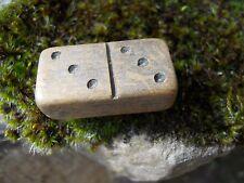 Ancien taille crayon forme domino en bois marquer 3-3