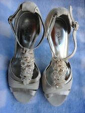 Style & Co. Designer Pearl & ruffled creme high heels size 6 1/2