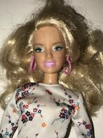 MATTEL 2005 FASHION FEVER Beautiful Blonde Trendy BARBIE DOLL