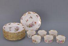 Série de onze assiettes et formes en porcelaine Limoges décor floral Ø 16 cm
