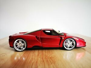 HOT WHEELS 1:18 FERRARI ENZO METALLIC RED WHIPS  - BOXED