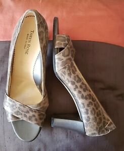 TARYN ROSE DAFFODIL $495 FAB LEOPARD PRINT LEATHER PUMPS MADE IN ITALY 41 9.5 10
