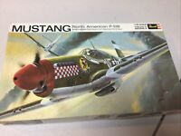 Vintage Revell P-51B Mustang North American 1/32 scale 1969 Model Kit unbuilt