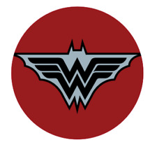 "DARK NIGHTS PROMO PIN ""BATMAN: MERCILESS"" 3CM BADGE (DC COMICS)"