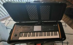 USED - Korg Kronos2 61 Keyboard with Gator Hard Case - Local Pickup Only