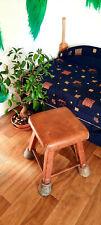 Vecchia sedia in cuoio Sgabello da collezione antico mobili scuola lezione di ginnastica