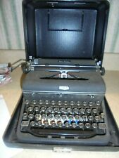 vintage Royal Quiet DeLuxe manual portable typewriter w/hard case-very good